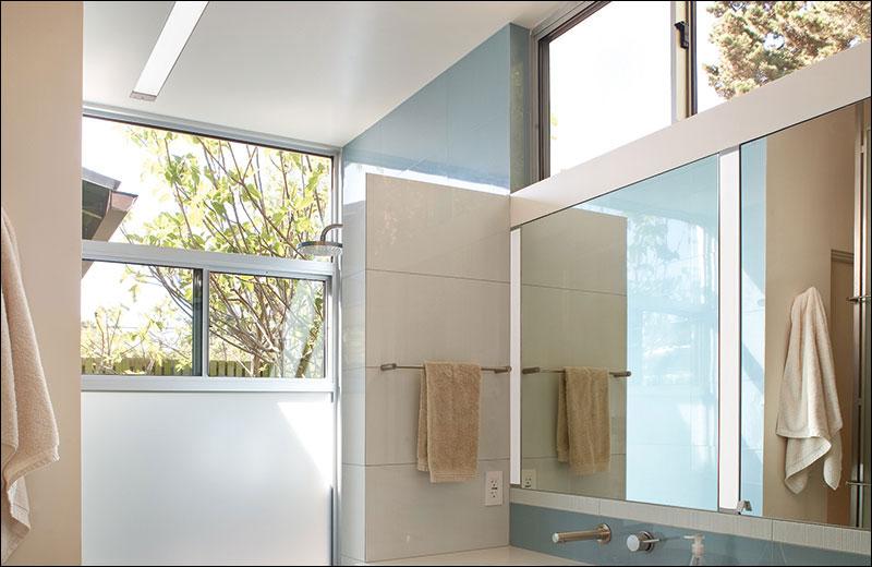 Wet Beam4 Photo Recessed Bathroom